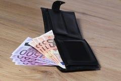 Раскройте бумажник с наличными деньгами евро Стоковые Изображения RF
