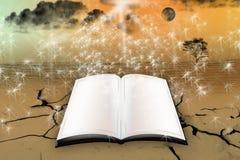 Раскройте волшебную книгу Стоковые Изображения RF