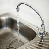 Раскройте гидрант раковины для использования воды Стоковые Фотографии RF