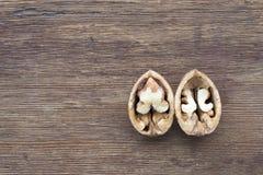 раскройте грецкий орех Стоковые Фотографии RF