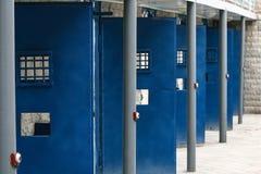 Раскройте двери тюрьмы стоковое изображение