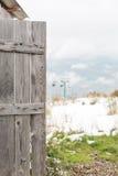 Раскройте деревянную дверь старого амбара Стоковые Фотографии RF