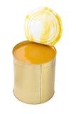 Раскройте жестяную коробку при изолированное пюре манго Стоковое Фото