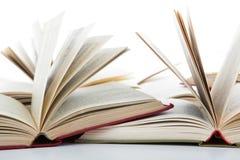 Раскройте книги на белизне Стоковое Фото