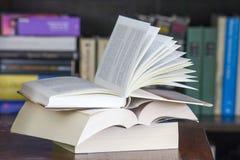 Раскройте книги на столе Стоковое фото RF