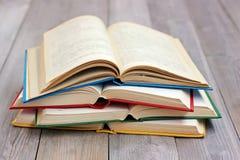 Раскройте книги на таблице от доск Стоковое Изображение