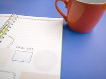 Раскройте книгу и карандаш дневника на голубой предпосылке Стоковое Изображение