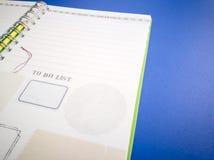 Раскройте книгу и карандаш дневника на голубой предпосылке Стоковые Изображения