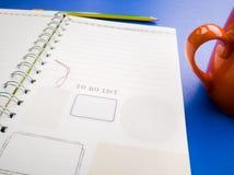 Раскройте книгу и карандаш дневника на голубой предпосылке Стоковые Изображения RF