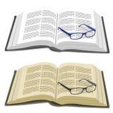 Раскройте книгу и стекла чтения Стоковые Изображения