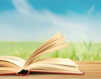 Раскройте книгу на таблице на запачканной предпосылке Стоковое фото RF