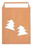 Раскройте коричневый конверт с бумажным письмом внутрь Стоковое фото RF