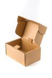 Раскройте коробку пакета картонной коробки или коричневой бумаги изолированную с нежностью Стоковые Фотографии RF