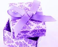 Раскройте коробку подарка Стоковые Изображения