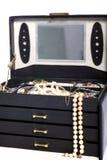 Раскройте коробку jewellery с жемчугами Стоковая Фотография RF