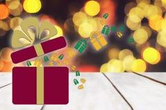 Раскройте красную коробку с лентой цвета золота на планке Стоковые Изображения RF