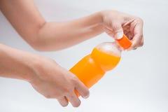 Раскройте крышки бутылки апельсинового сока Стоковая Фотография
