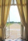 раскройте окно дворца королевское стоковые фото