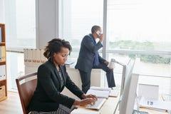 Раскройте офис плана сфокусированный на работе Стоковое Изображение RF