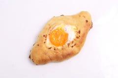 Раскройте пирог с яичком на белой предпосылке Стоковое фото RF