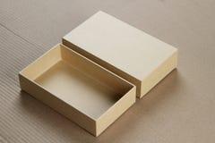 Раскройте пустую картонную коробку для модель-макета Стоковое фото RF