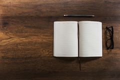 Раскройте пустую книгу дневника Стоковые Изображения RF