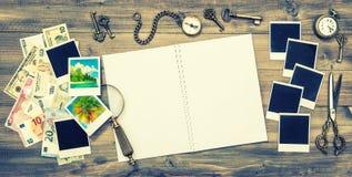 Раскройте пустую книгу, изображения праздников, банкноты денег наличных денег Стоковые Фото