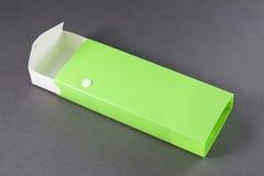 Раскройте пустую коробку карандаша на серой предпосылке. Стоковые Изображения RF