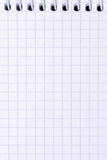 Раскройте пустую скрепленную спиралью тетрадь с приданной квадратную форму бумагой, концом вверх Стоковое фото RF
