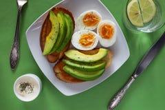Раскройте сандвичи авокадоа с яичками Стоковая Фотография RF