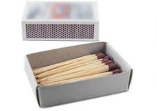 Раскройте спички с коробкой на белой предпосылке стоковая фотография rf