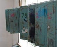 Раскройте старые сломанные коробки почты Стоковые Изображения RF