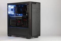Раскройте случай компьютера башни midi на белой предпосылке Стоковые Фото