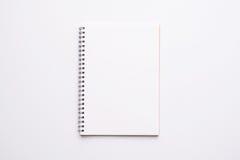 Раскройте тетрадь пустой страницы стоковое фото