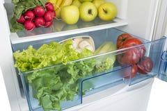 Раскройте холодильник вполне свежих фруктов и овощей Стоковые Фотографии RF