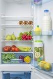 Раскройте холодильник вполне свежих фруктов и овощей Стоковое фото RF