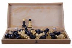 Раскройте шахматную доску при изолированные шахматные фигуры Стоковые Изображения RF