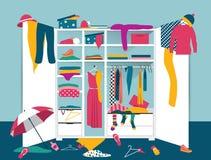 Раскройте шкаф Белый шкаф с untidy одеждами Стоковые Изображения RF