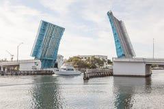 Раскройте drawbridge в пляже Pompano, Флориде Стоковые Изображения RF