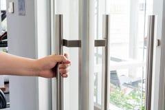 Раскрывать дверь и предпосылку Стоковое Изображение