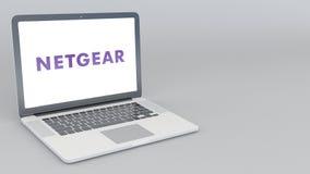 Раскрывая и закрывая компьтер-книжка с логотипом Netgear перевод 4K редакционный 3D Стоковые Изображения