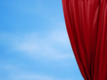 Раскрывая красный занавес принципиальная схема освобождает Стоковое Фото