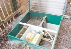 Раскрыл канализационный резервуар для того чтобы проверить свою функциональность Внешнее Septi Стоковые Фото