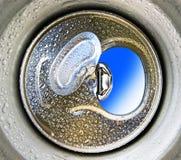 Раскрытая алюминиевая чонсервная банка может для пить или пива стоковая фотография