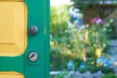 Раскрытая дверь загородного дома Стоковые Изображения RF