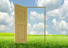 раскрытая дверь Стоковое Фото