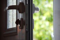 раскрытая дверь Стоковые Изображения