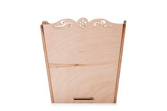 Раскрытая коробка для пестротканых игрушек, блоков и кубов, изолированных на белой предпосылке Деревянный комод для игрушек Стоковые Изображения RF