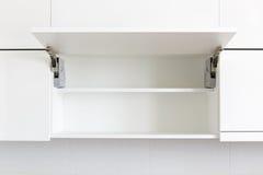 раскрытая кухня шкафа Стоковые Изображения RF