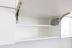 раскрытая кухня шкафа Стоковая Фотография